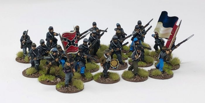 Confederate Regiment  (24 figures plus flags)